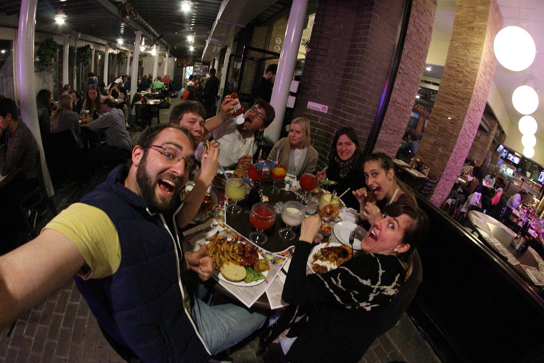 Gemeinsames Abendessen bei Dallas BBQ // © Choriosity