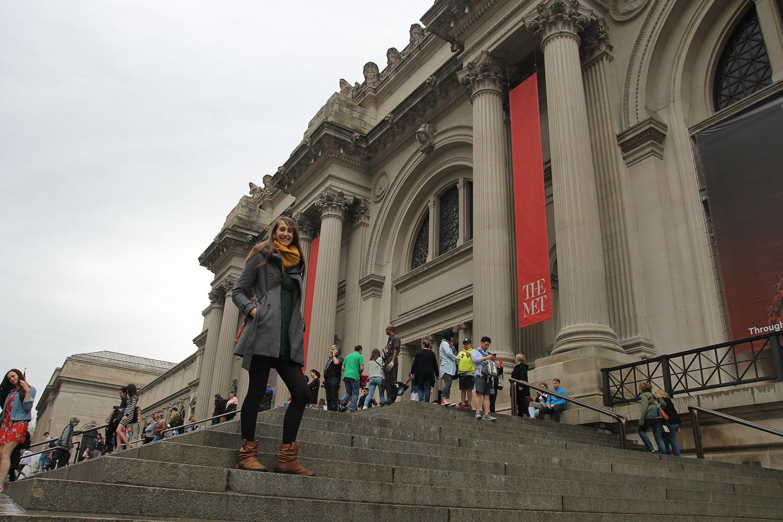 Auf den Stufen des Metropolitan Museum of Art // © Choriosity